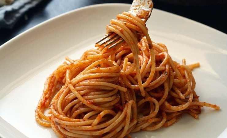 Servi spaghetti sughetto