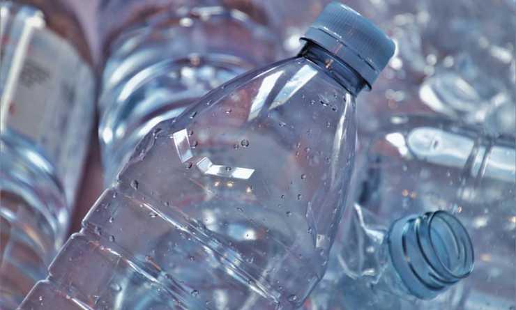 bottiglia plastica cucina