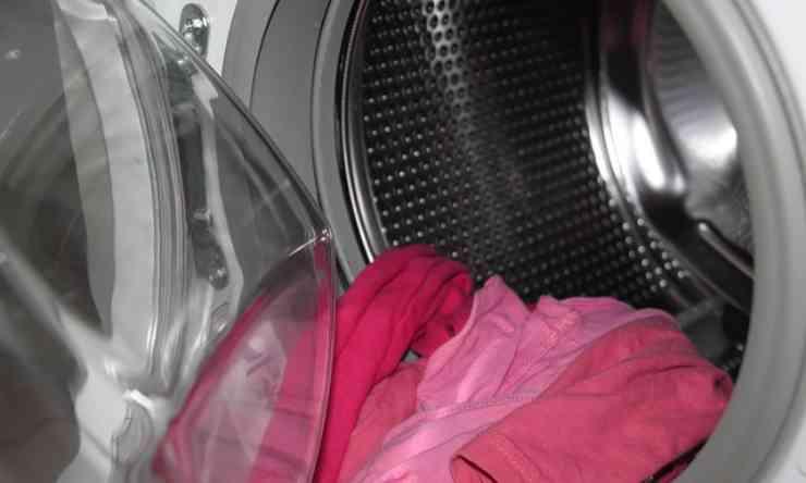 cestello lavatrice cattivo odore